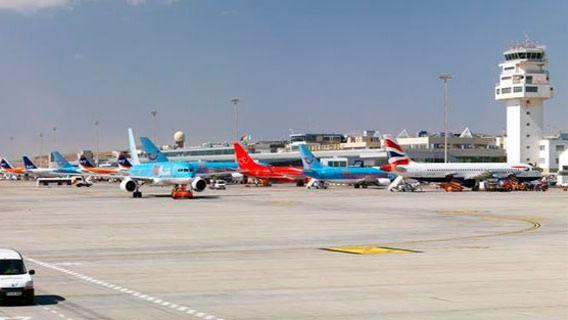 Las aerolíneas programan en Canarias un 5,5% menos de asientos durante la temporada de invierno