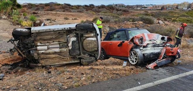 Bomberos de Tenerife rescata a dos personas en la costa del sur de la Isla