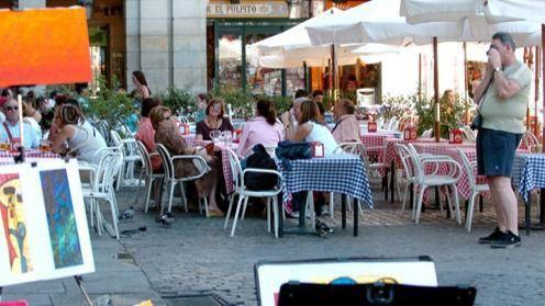 Los trabajadores de la industria turística y hostelera cobran un 17.4% menos que la media salarial española