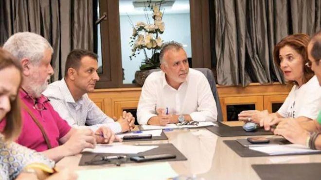 Gobierno y sindicatos acuerdan abordar un calendario para la celebración de las OPE de Sanidad