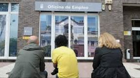 Casi la mitad de los parados inscritos en Canarias no cobra prestación ni subsidio alguno