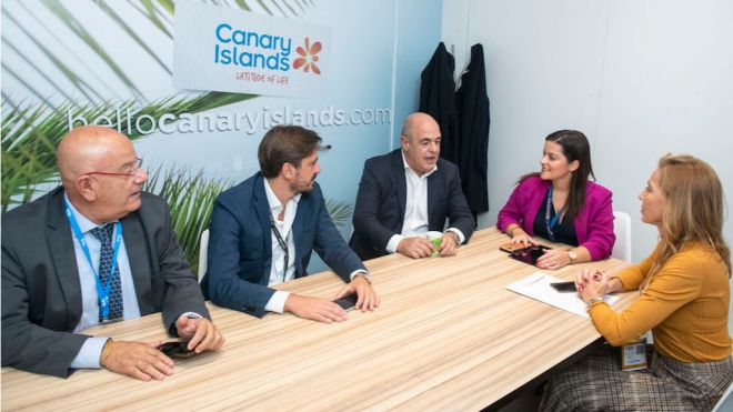 Castilla acuerda con las patronales turísticas una estrategia unificada ante el impuesto al queroseno