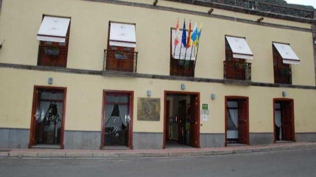 Curbelo anuncia la creación de un hotel escuela en Hermigua