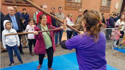 """La calle del Deporte Femenino"""" despierta el interés de los visitantes a la Noche en Blanco 2019"""