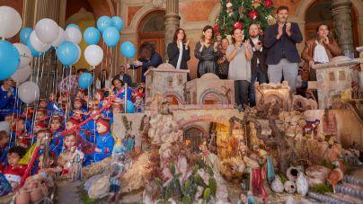 Santa Cruz de Tenerife inaugura el Portal de Belén y el árbol de Navidad del Palacio Municipal