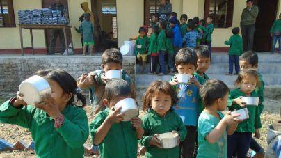 """La ONG canaria Educanepal lanza la campaña """"por un cacharro de gofio y agua"""""""