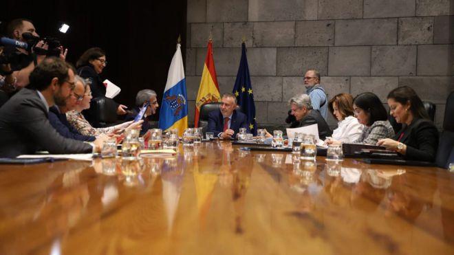 """El Gobierno suspende la declaración de """"excepcional interés público"""" de la ampliación del muelle de Agaete"""