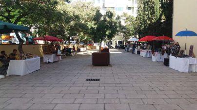 Mecadillo de mujeres artesanas en Santa Cruz de Tenerife