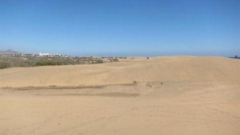 Llega una patera a Maspalomas y sus ocupantes salen corriendo por las dunas