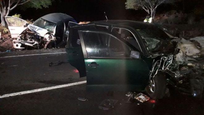 Bomberos de Tenerife libera a varias personas atrapadas en vehículos accidentados