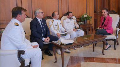 La alcaldesa recibe la visita de la tripulación del buque escuela de la marina portuguesa Sagres