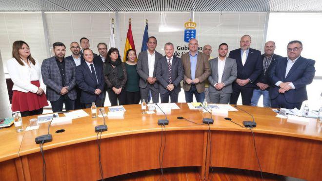 Obras Públicas planificará con los cabildos la distribución de la deuda del anterior convenio de carreteras