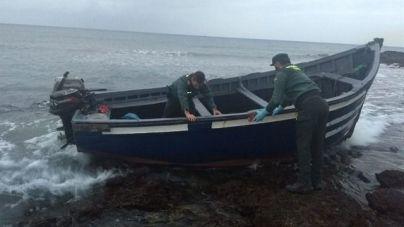 Rescatan una patera con 64 migrantes a 20 millas de Fuerteventura