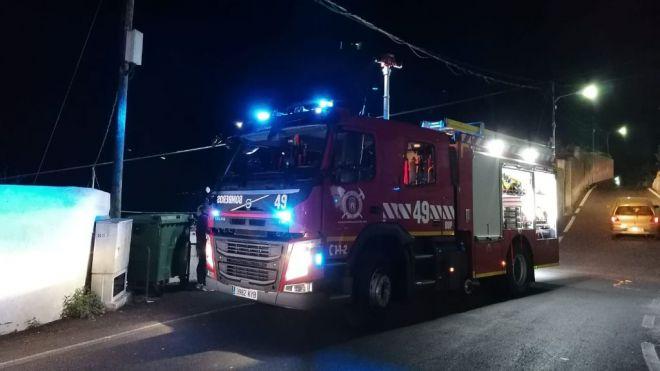 Bomberos de Tenerife rescata a un hombre del barranco de Donis en Santa Cruz