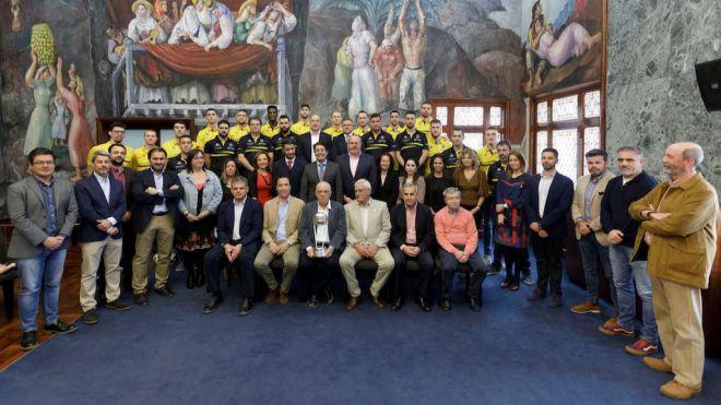 El Cabildo homenajea al Iberostar Tenerife, campeón de la Copa Intercontinental de la FIBA