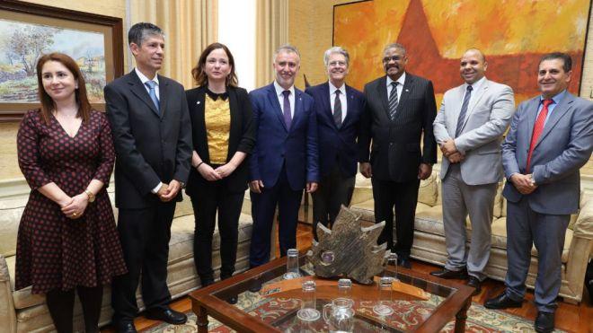 Torres recibe en el Parlamento al responsable del Tribunal Supremo de Cuba