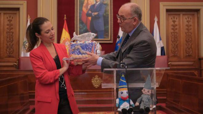 Las agrupaciones del Carnaval de Murcia convierte al Ayuntamiento en una gran fiesta