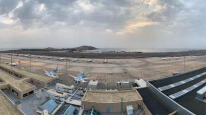Aena comienza a operar con restricciones en todos los aeropuertos de Canarias e intenta recuperar la normalidad