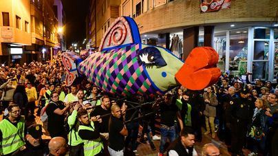 El entierro de la sardina despide el Carnaval de los cuentos