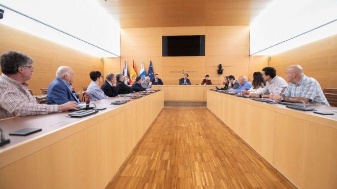 El Cabildo detalla a los empresarios las obras del polígono industrial de La Campana