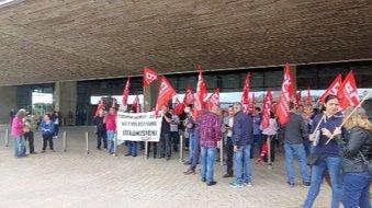 Trabajadores de Naviera Armas se concentran en apoyo del presidente del comité de empresa