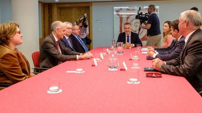Torres mantiene una reunión con los presidentes de las Cámaras de Comercio de España y de las Islas Canarias