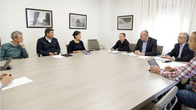 Cabildo y Ashotel colaborarán en un proyecto de transporte sostenible al trabajo