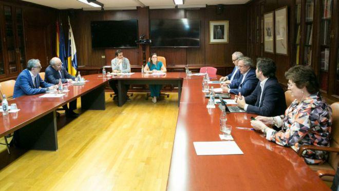 Gobierno y sector de la alimentación garantizan el total abastecimiento en Canarias gracias a los amplios stocks