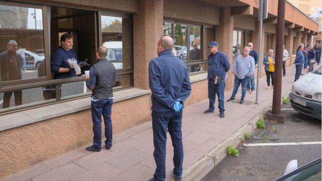 Santa Cruz de Tenerife entrega más de 700 kits de protección a los taxistas del municipio