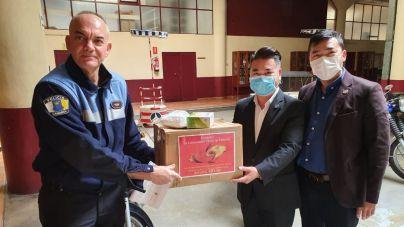 Policía Local de Santa Cruz reciben una nueva donación de 1.200 mascarillas solidarias