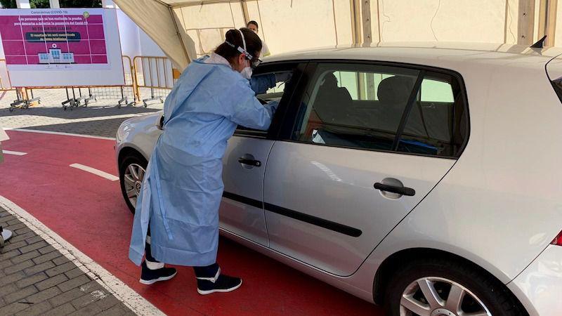 Sanidad pone en marcha, en la planta baja del museo Elder, un punto rápido de toma de muestra desde el vehículo