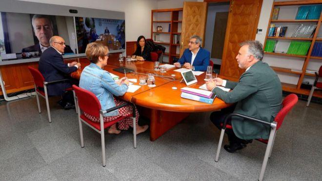 Torres reclama al Gobierno de España que haya medidas económicas específicas para Canarias