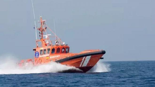 Trasladan a Los Cristianos una patera con 29 personas a bordo, entre ellas 3 menores