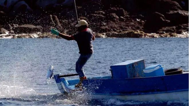 Los pescadores ven