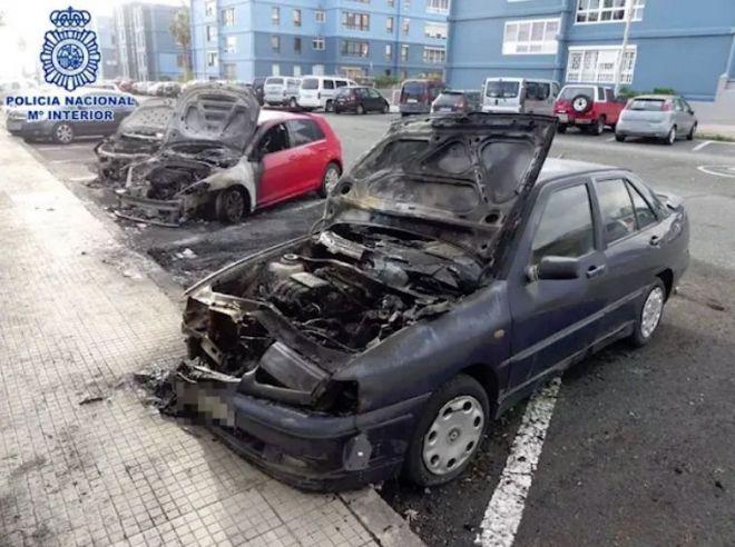 Detenido por comprar varios litros de gasolina y quemar cuatro vehículos estacionados en Jinámar