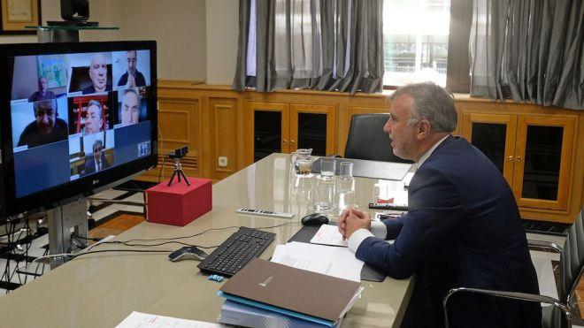 Torres mantiene un encuentro con los expresidentes de Canarias