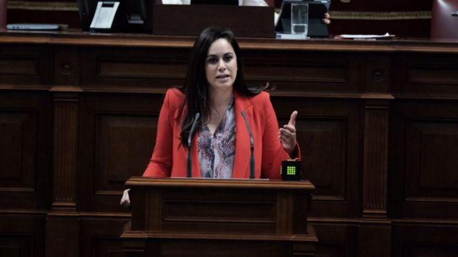 Espino pregunta a Torres cómo va a facilitar su Gobierno el regreso a las Islas de los canarios confinados en Venezuela