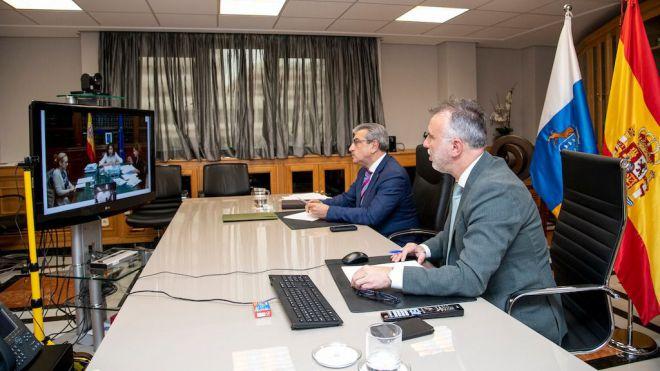 Montero permitirá el uso del superávit a las administraciones canarias