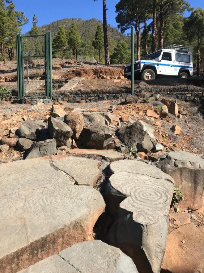 Roban parte del vallado que protegía los petroglifos de Lomo Gordo en El Paso