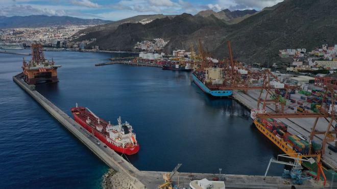 El tráfico total de puertos de tenerife cae un 2,8 por ciento hasta abril