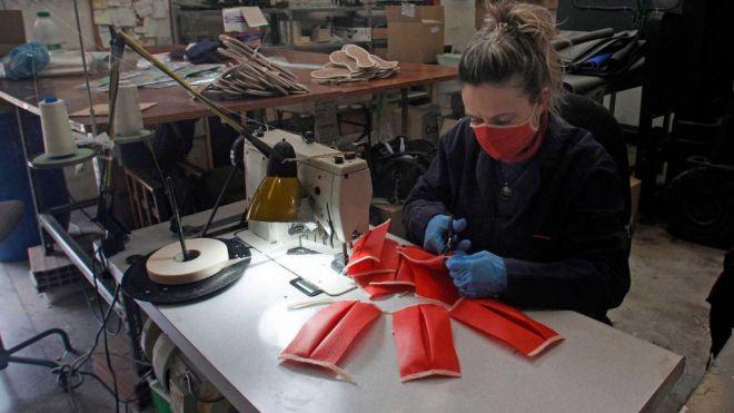 Tenerife Moda se reinventa, la empresa Javilar Fashion obtiene la licencia sanitaria y la autorizacion de la aemps