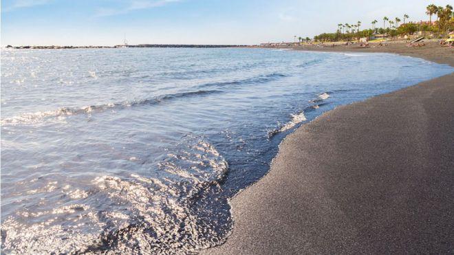 Bahía del Duque Beach se suma a la reapertura de las playas Duque sur y norte