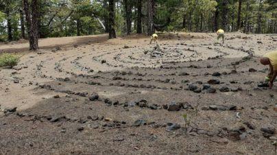 Retiran una espiral de piedras de 10 metros de diámetro en el Parque Natural de Las Nieves