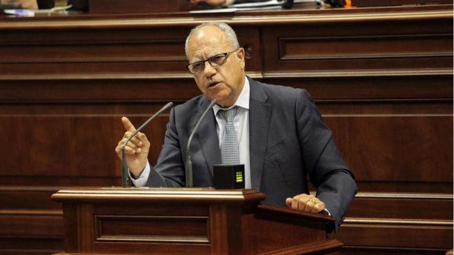 Curbelo pide autorizar a cabildos y ayuntamientos el uso del superávit