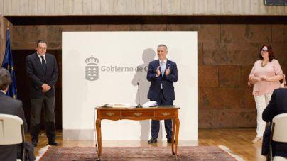 Manuela de Armas y Blas Trujillo se incorporan al Gobierno tras tomar posesión como consejeros del Ejecutivo