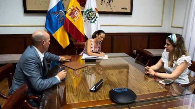 Santa Cruz cierra un acuerdo con Fred Olsen para la movilidad de deportistas entre islas