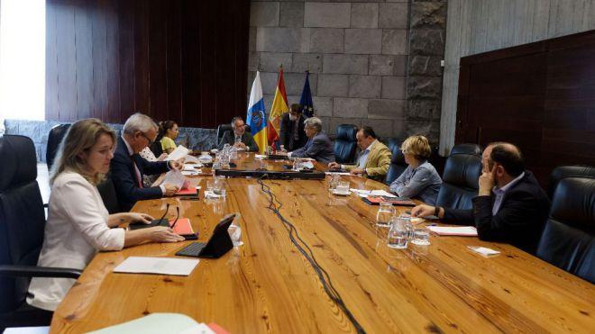 El Gobierno de Canarias fija en 1.300 asistentes el aforo máximo para las actividades al aire libre