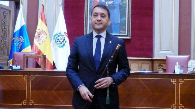 Bermúdez, de nuevo alcalde de Santa Cruz al prosperar la censura