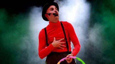 Espectáculo de circo para toda la familia con Yiyolo Stratto en el Espacio La Granja