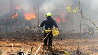 El Hierro da por controlado el incendio industrial del Majano